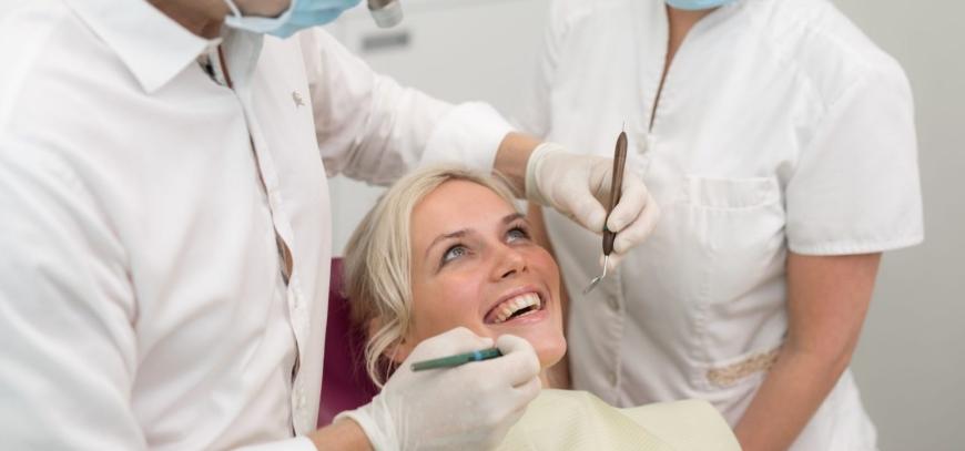 hammas puudu, metallivabad implantaadid